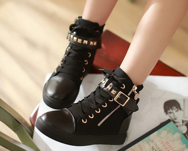 Women Boots With Rivets