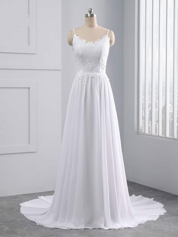 Beautiful Sleeveless Appliques Lace Pearls Beach Scalloped Wedding Dress