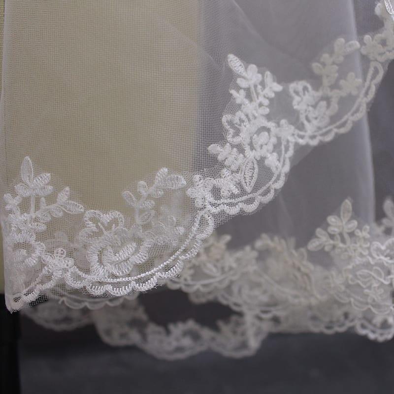Elegant Lace Edge Short Wedding Veil With Comb