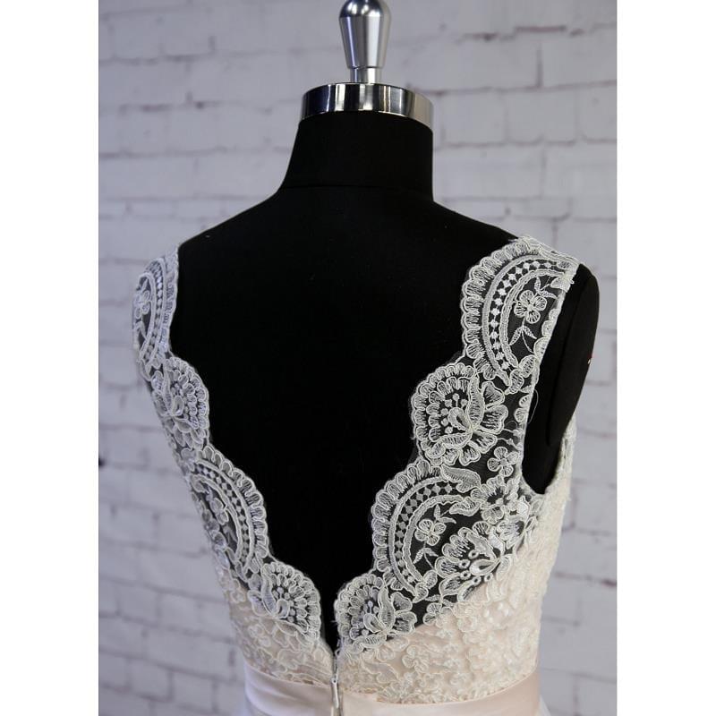 Ivory Sleeveless Tulle Lace A-line Floor-length V-neck Wedding Dress