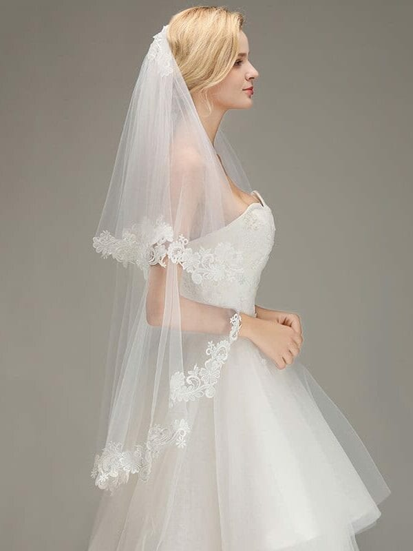1.5m Lace Edge Two Layers Tulle Wedding Veil With Comb
