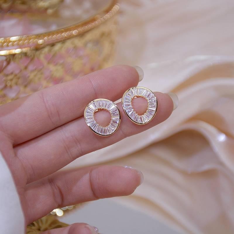 Gold irregular circle zirconia stud earrings