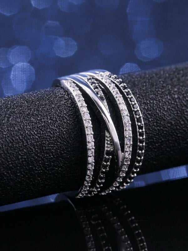 Twist ethnic style with black and white stone women finger ring
