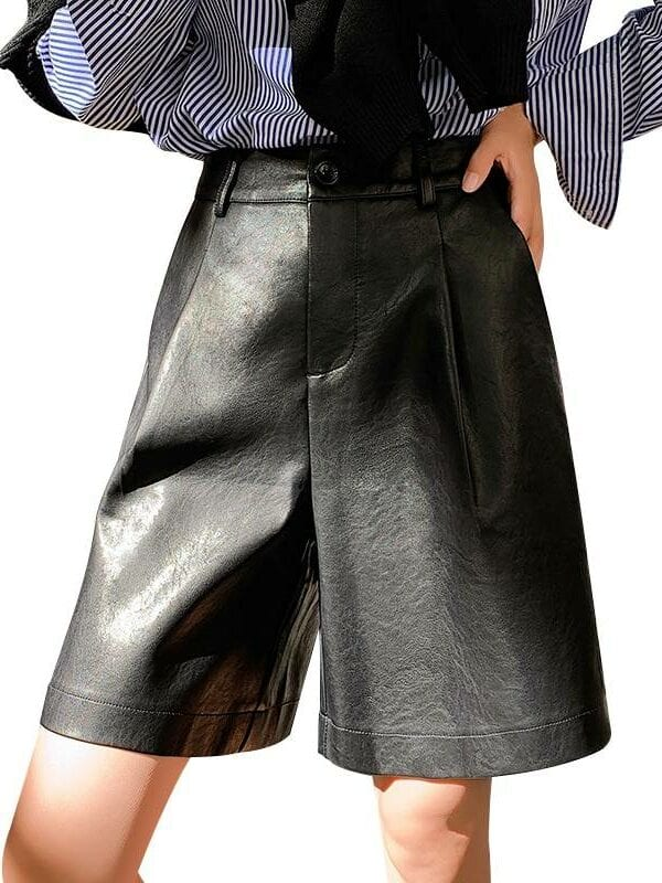 Back buttons pu leather loose shorts